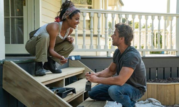 'Falling Inn Love' Netflix Review: This is a Sweet New Romance