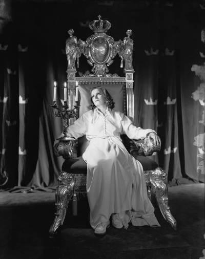Queen christina 1933; Greta Garbo on the throne