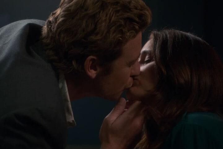 Jane and Lisbon kiss