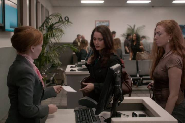 Teresa is about to board the plane in The Mentalist