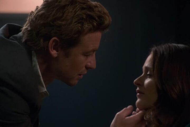 Patrick Jane leans in to kiss Teresa Lisbon