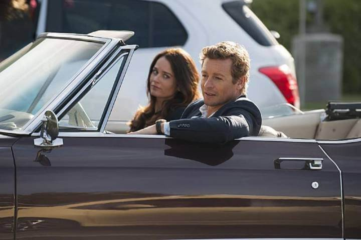 Jane and Lisbon in a car in The Mentalist
