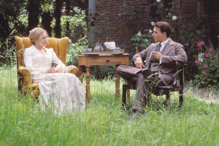 finding neverland publicity still with Kate Winslet and Johnny Depp